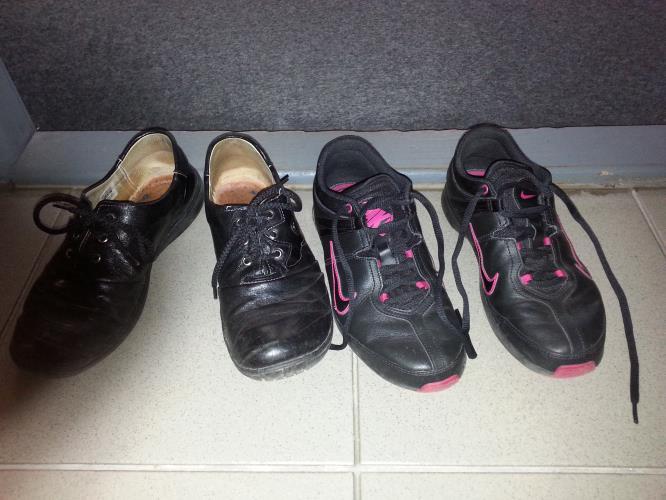 Z chodby panelového domu zmizely tři páry bot! - Policie České republiky 153574e2fe