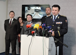 ... vyprodukovaného a zajištěného metamfetaminu a rozsah působnosti  organizované skupiny se jedná o největší policejní protidrogový zásah v  roce 2015. 26ec5b75d69